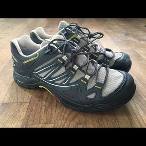 NWOT Salomon Hiking Shoes